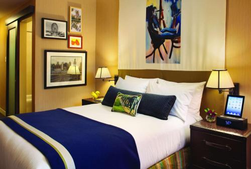 A bed or beds in a room at Hotel Lincoln, part of JdV by Hyatt