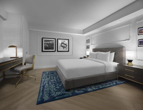A bed or beds in a room at Pantages Hotel Toronto Centre
