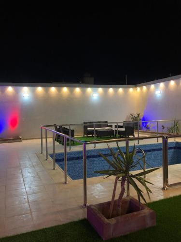 A piscina localizada em Almasa Chalet ou nos arredores