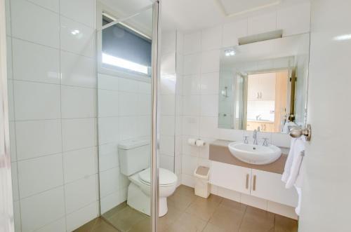 A bathroom at Campaspe Lodge