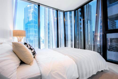 A bed or beds in a room at Cosmo Central Hotel Apartment