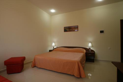 Кровать или кровати в номере Гостевой Дом Манополис