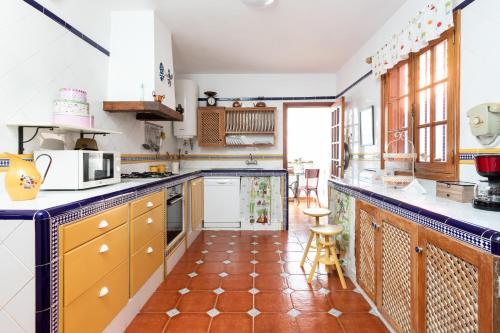 A kitchen or kitchenette at Home2Book Luxury Villa Luna de Tacoronte Pool