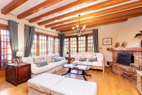 A seating area at Home2Book Luxury Villa Luna de Tacoronte Pool