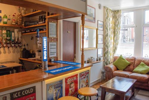 A kitchen or kitchenette at The Seacroft Guest House