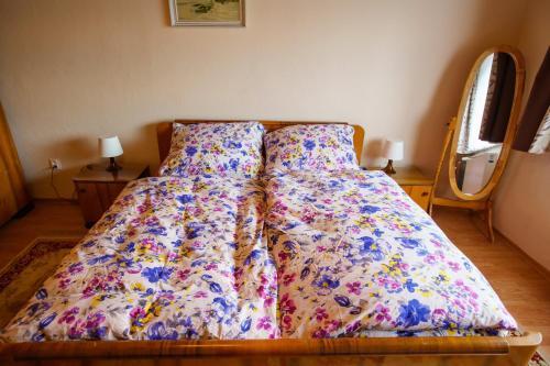 Posteľ alebo postele v izbe v ubytovaní Chalupa Karol