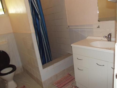 A bathroom at Green Lodge Holiday Homes