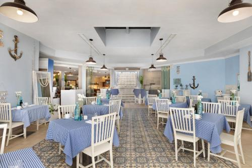 A restaurant or other place to eat at The Reef Eilat Hotel by Herbert Samuel