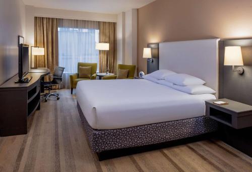 Een bed of bedden in een kamer bij Hyatt at Olive 8