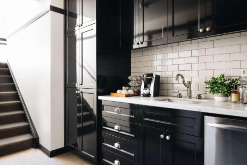 A kitchen or kitchenette at Chicago Athletic Association, part of Hyatt