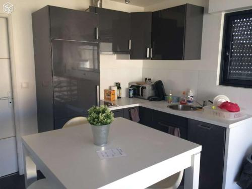 A kitchen or kitchenette at CONFORTABLE