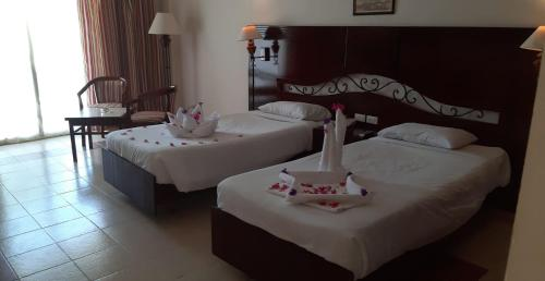 Кровать или кровати в номере Royal Brayka Beach Resort