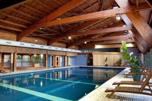 The swimming pool at or near Hotel & Résidence Les Vallées Labellemontagne