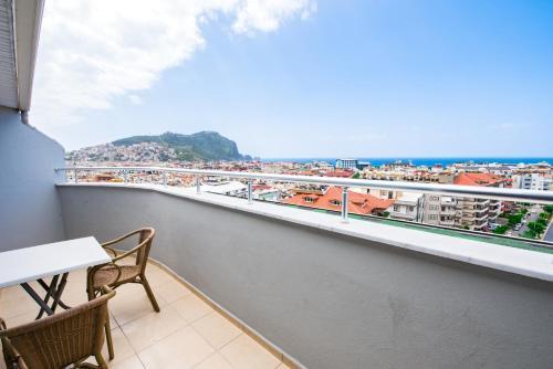 Een balkon of terras bij Kleopatra Tower Suite Hotel
