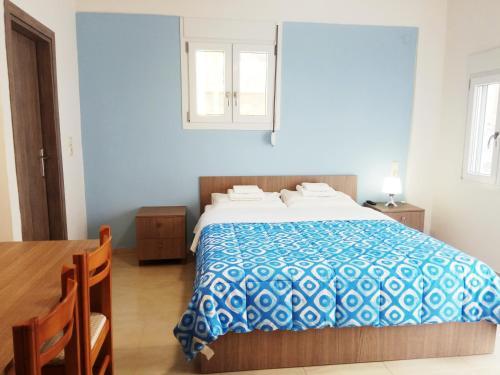 Ένα ή περισσότερα κρεβάτια σε δωμάτιο στο Zea Waves apartments