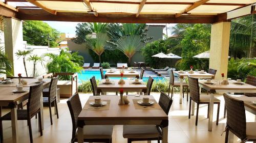 Um restaurante ou outro lugar para comer em Ravenala Hotel Boutique