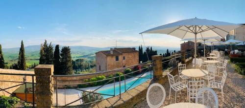 The swimming pool at or near Relais Il Chiostro Di Pienza