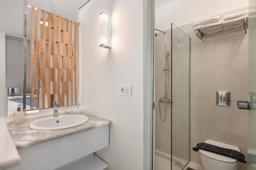 A bathroom at Forum Suites