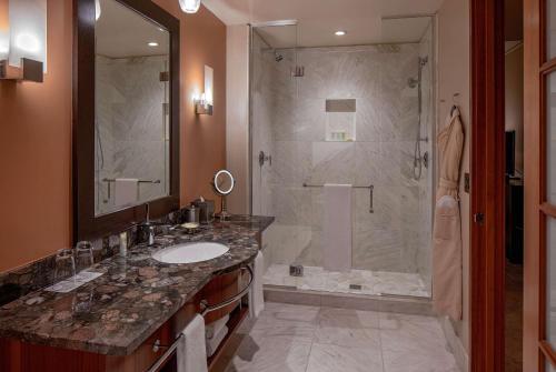 A bathroom at Grand Hyatt Seattle