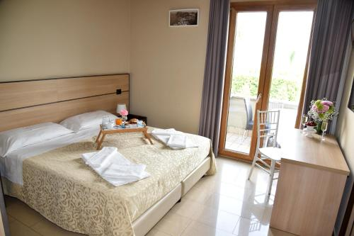 A bed or beds in a room at Hotel Nelton