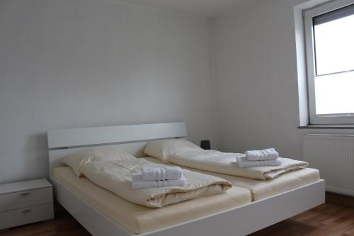 A bed or beds in a room at Zuhause auf Zeit Bielefeld