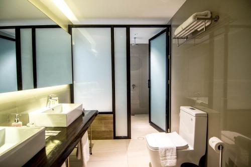 A bathroom at Pinnacle Boracay