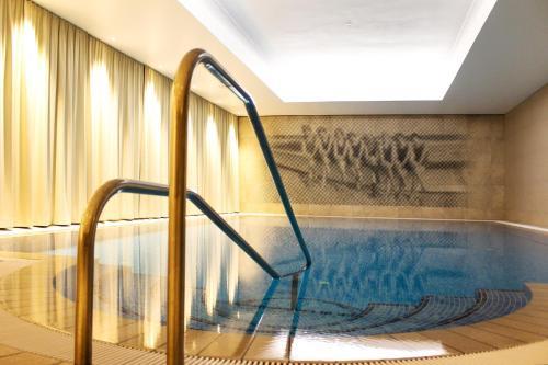 Der Swimmingpool an oder in der Nähe von SEETELHOTEL Strandhotel Atlantic