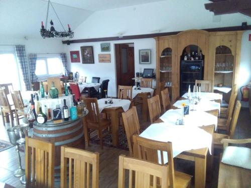 A restaurant or other place to eat at Gasthof zur Venus