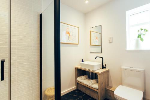 A bathroom at Primrose House St. Ives