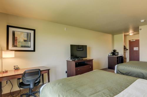 A television and/or entertainment center at Cobblestone Inn and Suites - Eaton