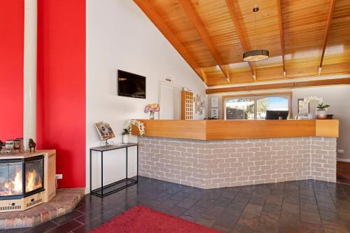 The lobby or reception area at Quality Inn Carriage House