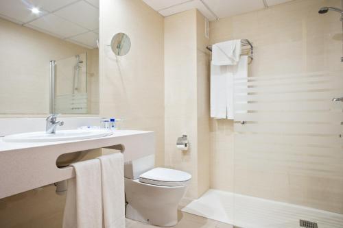 Een badkamer bij Hotel Best Cambrils