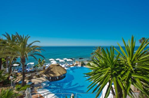 A view of the pool at El Oceano Beach Hotel or nearby
