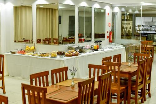 A restaurant or other place to eat at Pianna Hotel
