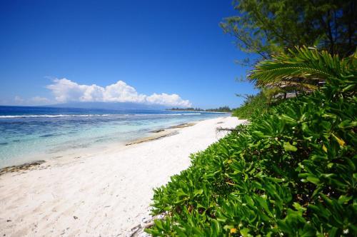Uma praia perto desta villa
