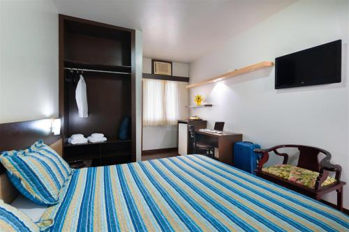 A bed or beds in a room at Hotel Presidencial