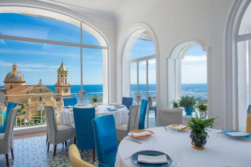 A restaurant or other place to eat at Tramonto d'Oro