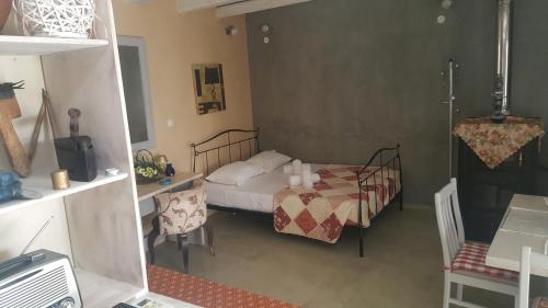 A bed or beds in a room at Ierapetra Garden House