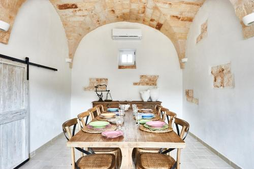 A restaurant or other place to eat at Casolare degli Ulivi