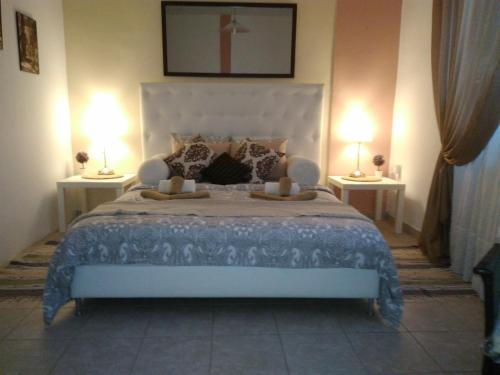 A bed or beds in a room at H&C Luxury Apartment