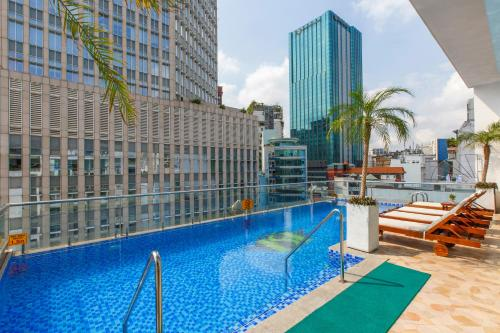 The swimming pool at or near Huong Sen Annex Hotel Quarantine Hotel