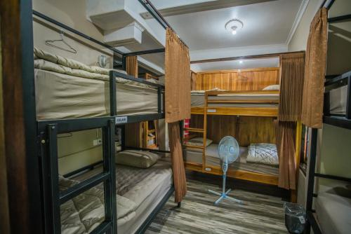 A bunk bed or bunk beds in a room at WW Backpackers