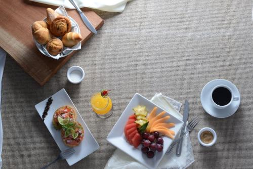 Breakfast options available to guests at Hotel Contempo