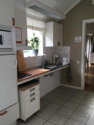 Ett kök eller pentry på Vadstena Vandrarhem-Hostel
