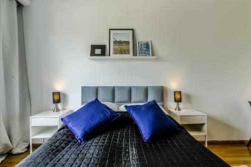 Łóżko lub łóżka w pokoju w obiekcie Rent a Flat apartments - Obrońców Wybrzeża St.
