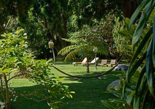 A garden outside Quintinha Sao Joao Hotel & Spa