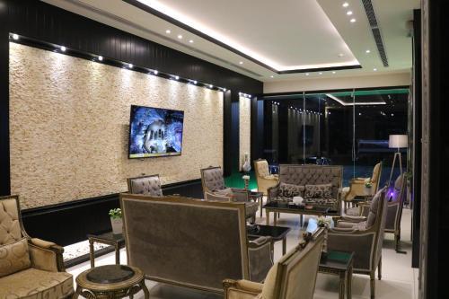 Um restaurante ou outro lugar para comer em Ramz Al Fakhamah