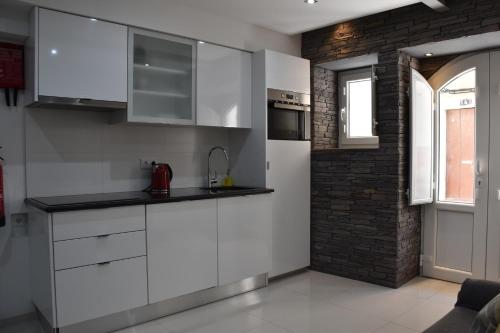 A kitchen or kitchenette at Home In the Sea