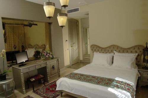 Ein Bett oder Betten in einem Zimmer der Unterkunft Sokullu Pasa Hotel - Special Class