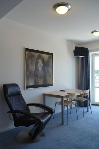 A seating area at BB-Hotel Aarhus Havnehotellet